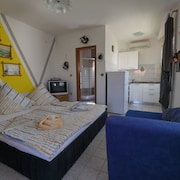Dalmatian Coast Apartment w/ Garden & sea View, Near Zadar - Moments From Beach