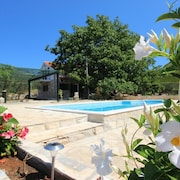 Villa With 4 Bedrooms in Blato, With Private Pool, Furnished Garden and Wifi - 3 km From the Beach