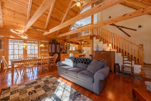 Log Cabin With Pool Table, Grills, Wood Burning Stove, Fishing, Hammock, Close to Attractions
