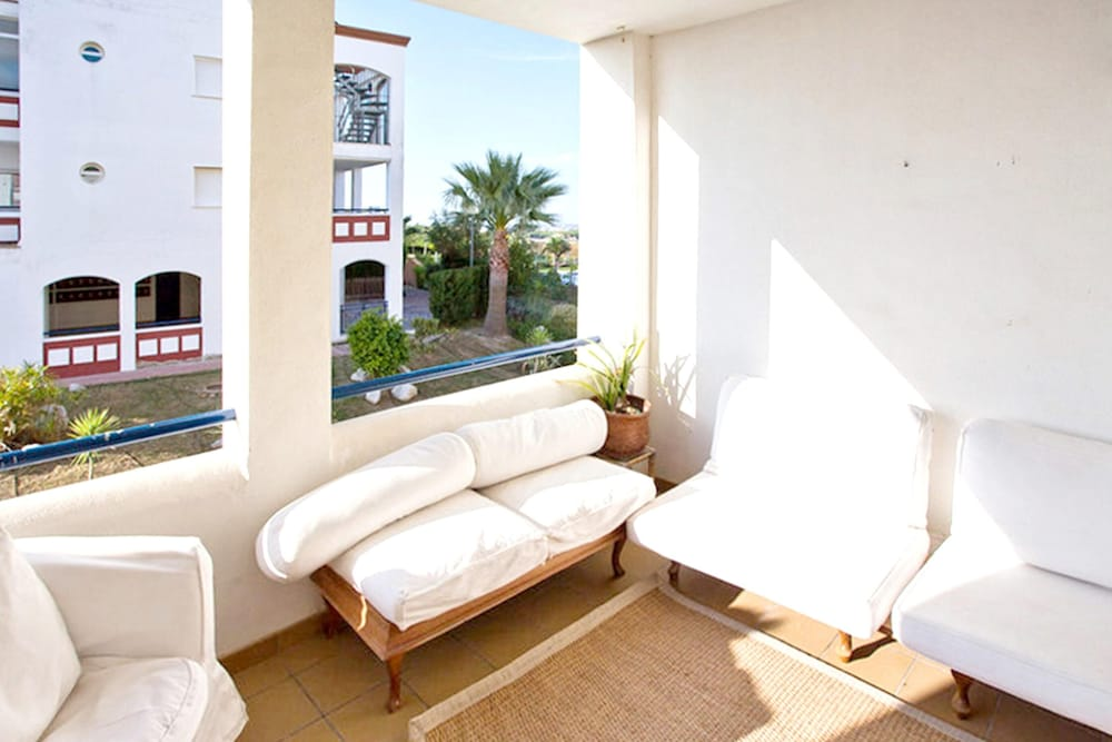 , Apartment With 2 Bedrooms in Sanlucar de Barrameda, With Wonderful sea View, Shared Pool, Enclosed Garden - 300 m From the Slopes