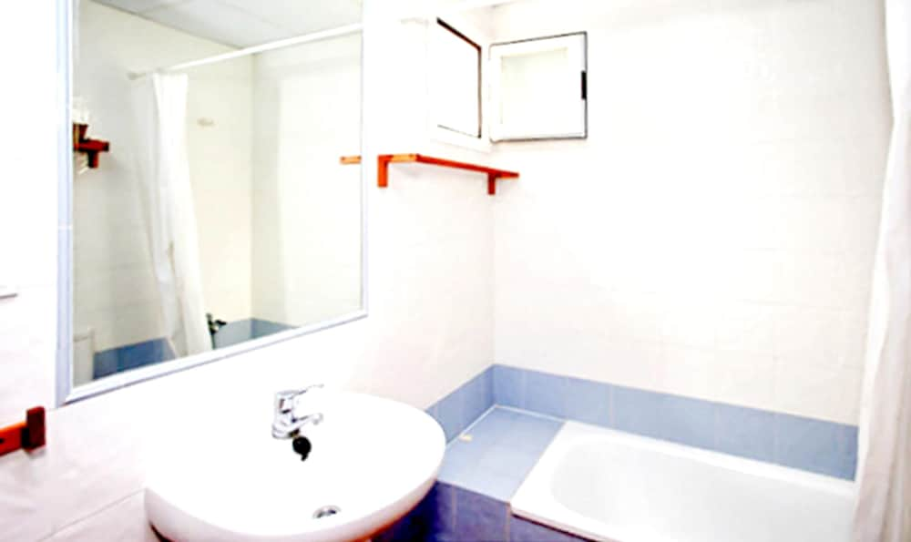 Bathroom, Apartment With 2 Bedrooms in Sanlucar de Barrameda, With Wonderful sea View, Shared Pool, Enclosed Garden - 300 m From the Slopes
