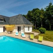 Well-appointed, 5-bedroom Villa With a Swimming Pool and Wifi in Concarneau Just 4km From the Sea!