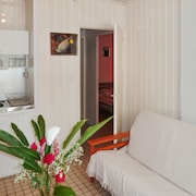 Beachy Bungalow 150 m From Plage de Petite Anse in Basse-terre, With 2 Bedrooms and Sea-view Terrace