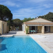 Modern House With Detached Cottage, 3 Terraces, Pool and Stunning Views of the Pont du Gard!