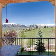 Luxury Townhome With Stunning Mountain Views - Sleeps 14