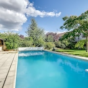 Rustic, 2-bedroom House With a Swimming Pool and Garden, Wifi, Close by Fontainebleau