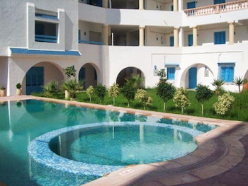Colourful Flat in Tantana, Tunisia, With air Con, Terrace and Pool 200m From the Beach!