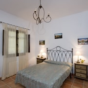 House With 5 Rooms in Íllora, With Wonderful Mountain View, Private Pool and Furnished Garden