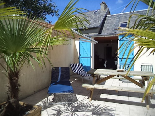 House With 2 Bedrooms in Créances, With Furnished Garden and Wifi - 3 km From the Beach