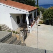 Lovely House in Jelsa With Furnished Terrace - 300 m From the Beach