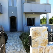 Apartment With 2 Bedrooms in Vrsi, With Enclosed Garden and Wifi - 350 m From the Beach