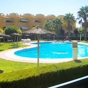 Fun-filled, 2-bedroom Apartment in Islantilla With a Shared Swimming Pool 250 Meters From the Beach!