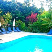 Bungalow With one Room in Maussane-les-alpilles, With Pool Access, Furnished Terrace and Wifi