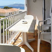 Beautiful, 1-bedroom Apartment in Grosseto-prugna With a Furnished Balcony - 50m From the Beach!