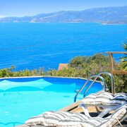 Beautiful, 5-bedroom Villa With a Swimming Pool and Panoramic Views of the Mountains and Sea!