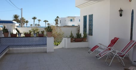 Villa With 4 Bedrooms in Mahdia, With Wonderful sea View, Enclosed Garden and Wifi - 150 m From the Beach
