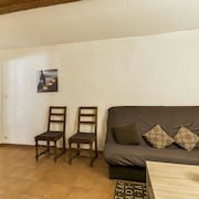 House With 2 Bedrooms in Malaucène, With Wonderful City View, Furnished Terrace and Wifi - 11 km From the Slopes