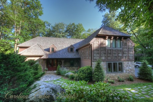 Upscale Home With Pool Table, Theater Room, Close to Grandfather and Sugar Mtn, Gated Community