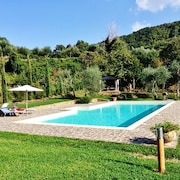 Rustic Villa in Tuscany With Swimming Pool and Large Garden