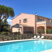 Bright, 2-bedroom Apartment in Grimaud With Wifi, a Terrace and Swimming Pool 4km From the Beach!