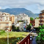 Elegant Flat Near the Beach in Terracina, With Balcony, Wifi, Rooftop Terrace and Glorious Mountain Views