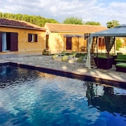 Well-appointed, 3-bedroom House Featuring a Swimming Pool and Terrace in the Luberon!