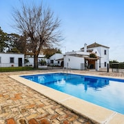 Azahar - Stunning, 4-bedroom Villa in Olivares With a Furnished Terrace and Private Swimming Pool!