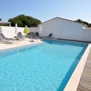 Superb 3-star Rated House in Le Bois-plage-en-ré With Terrace and Pool Access 400m From the Beach!