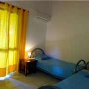 House With 3 Rooms in Anse Bertrand, With Terrace and Enclosed Garden - 1 km From the Beach !