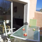 Idyllic Apartment in L'isle-sur-la-sorgue, Provence, With Sunny Terrace and City View - Near Avignon