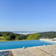A Beautiful, 2 Bedroom Converted Farmhouse in Baynac et Cazenac With Swimming Pool Access!