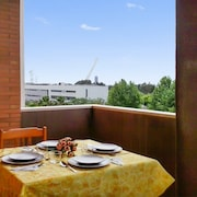 Well-appointed, 3-bedroom Apartment in Sevilla With a Furnished Terrace and Views of the River!