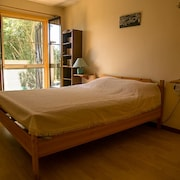 House With 2 Rooms in Mirabeau, With Wonderful Mountain View and Furnished Garden