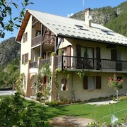 Apartment With one Bedroom in Saint-crepin, With Wonderful Mountain View, Enclosed Garden and Wifi