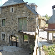 Rustic, 4-bedroom House in Castelnau-de-mandailles With a Furnished Garden Sleeps 10!