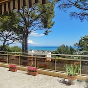 Bright and Stylish Apartment in Villeneuve-loubet, w/ Terrace & Panoramic sea Views