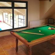 Spacious, 4-bedroom House With an Indoor Swimming Pool, Billiards Table and Tennis Court Just 1km From Faverolles