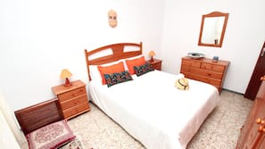 3 bedrooms, iron/ironing board, free WiFi