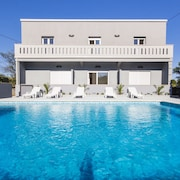 Bright Villa With 5 Bedrooms in Pomer, With Private Pool, Enclosed Garden and Wifi - 300 m From the Beach