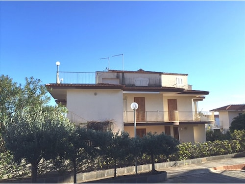 Villa With 3 Bedrooms in Marina di Ragusa, With Wonderful sea View, Terrace and Wifi - 1 km From the Beach