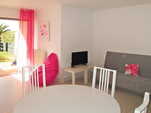 Studio in Le Grau-du-roi, With Enclosed Garden and Wifi - 50 m From the Beach