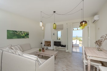 Villa With 2 Bedrooms in Naxos, With Wonderful sea View, Enclosed Garden and Wifi - 3 km From the Beach
