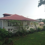 Traditional House With 3 Rooms in Cayenne, With air Conditionning, Enclosed Garden and Wifi - 4 km From the Beach