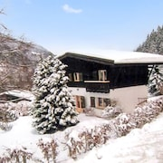 A Cosy 5-bedroom Chalet in the French Alps With a Furnished Terrace and Mountain Views! 1 km From the Slopes
