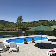 Apartment With one Bedroom in Rakovica, With Wonderful Mountain View, Pool Access, Enclosed Garden - 15 km From the Slopes