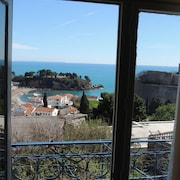 Bright Apartment With 2 Bedrooms in Ulcinj, Montenegro, With Wonderful sea View, Balcony and Wifi - Sleeps 4!