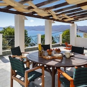 Spacious, 4-bedroom Villa in Karistos, Central Greece With a Furnished Terrace and sea Views!
