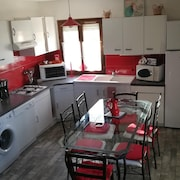 House With 3 Bedrooms in Villeneuve, With Furnished Garden and Wifi