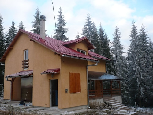 House With 4 Bedrooms in Mărișel, With Furnished Terrace