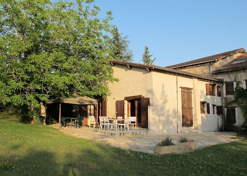 Villa With 4 Bedrooms in Saint-paul-lizonne, With Pool Access, Furnished Terrace and Wifi - 148 km From the Beach